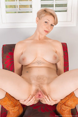WeAreHairy Free Dakota Rose Thumbnail #1