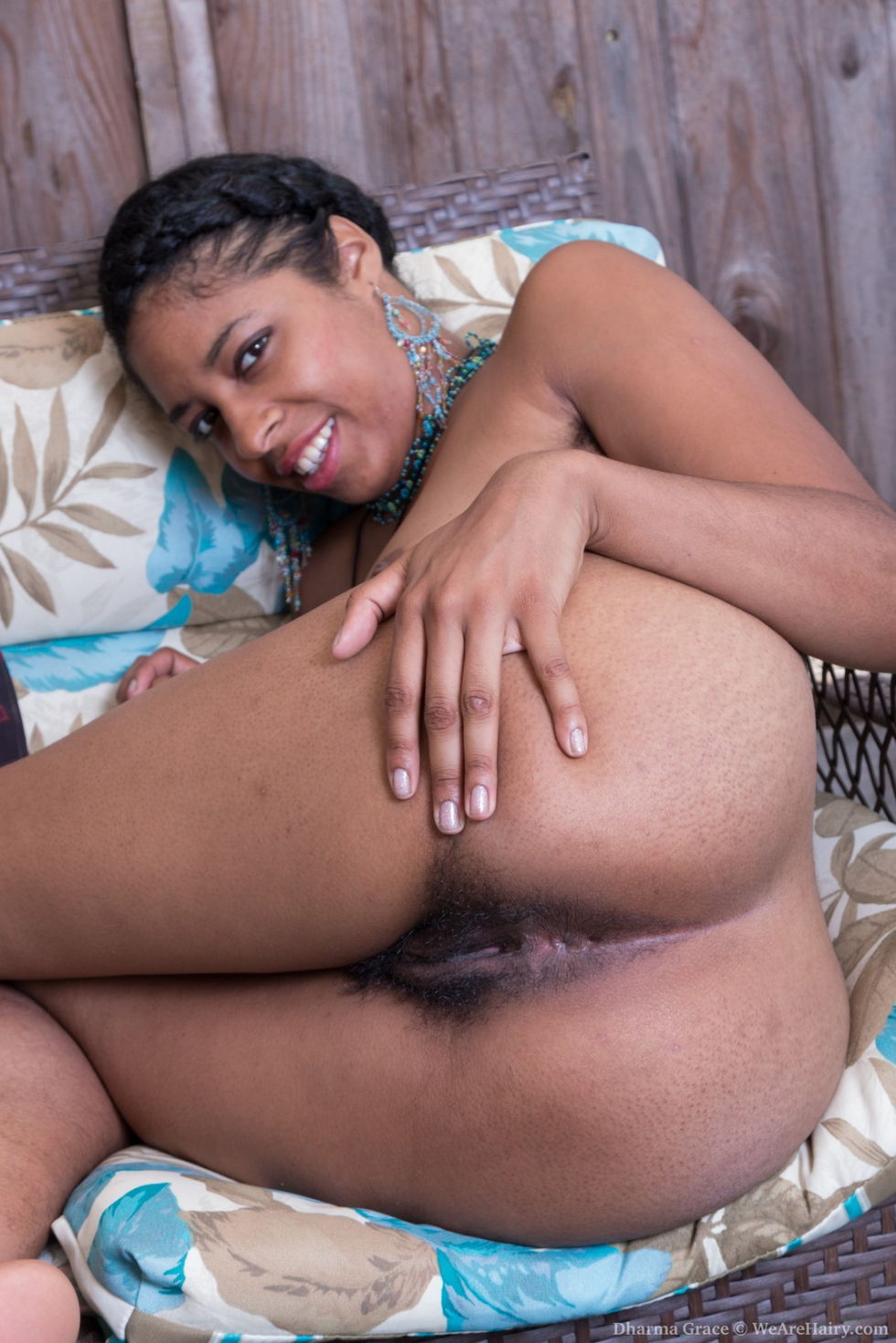 image Wara strips naked to show her hairy body off today