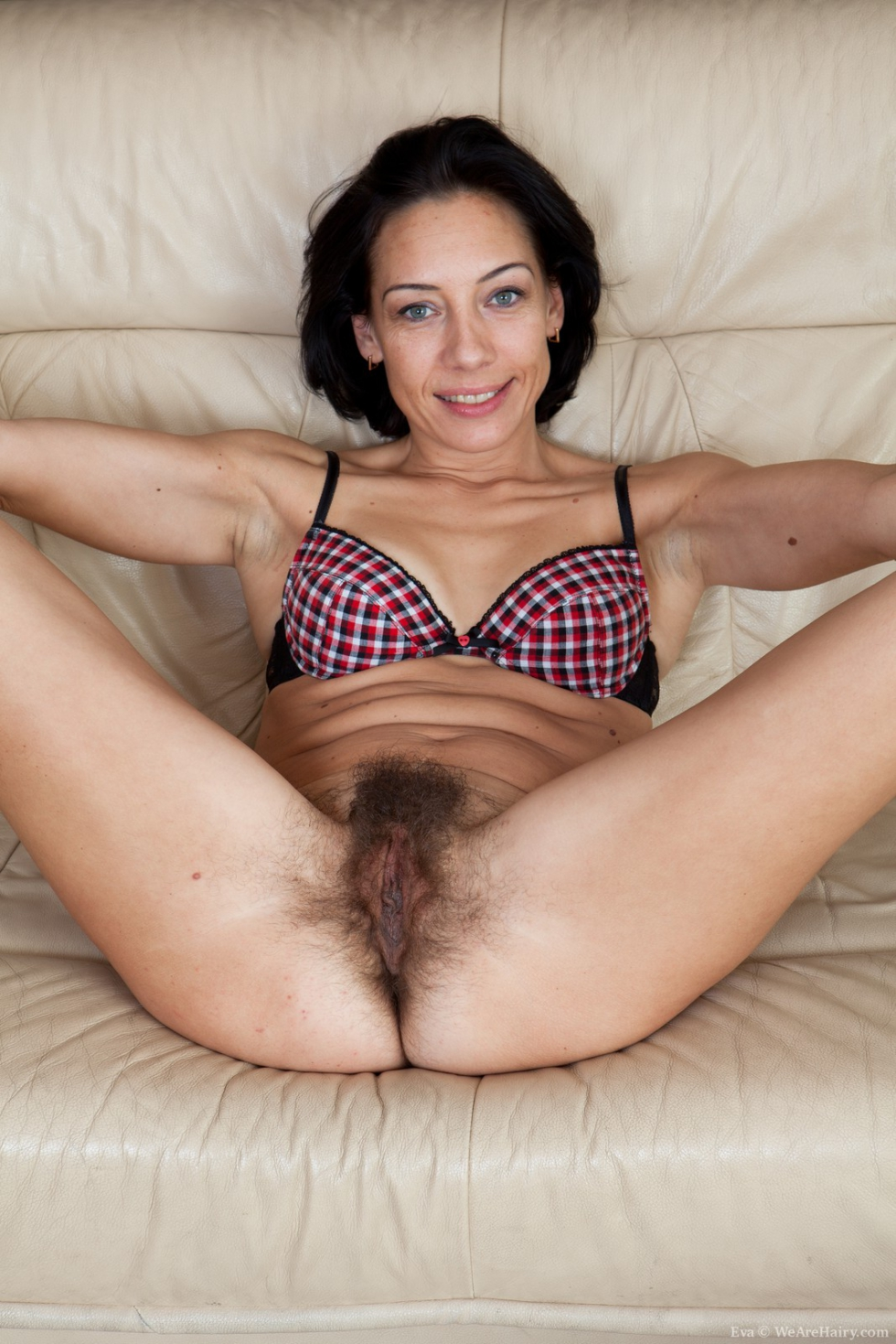 Has great free hairy pantyhose
