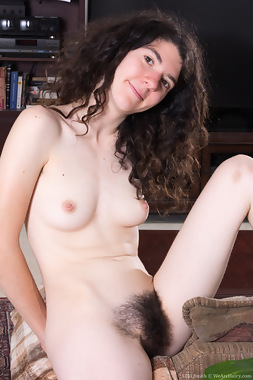 WeAreHairy Free Silki Smith Thumbnail #1