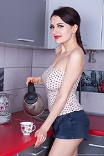 Tamanta strips naked in her kitchen