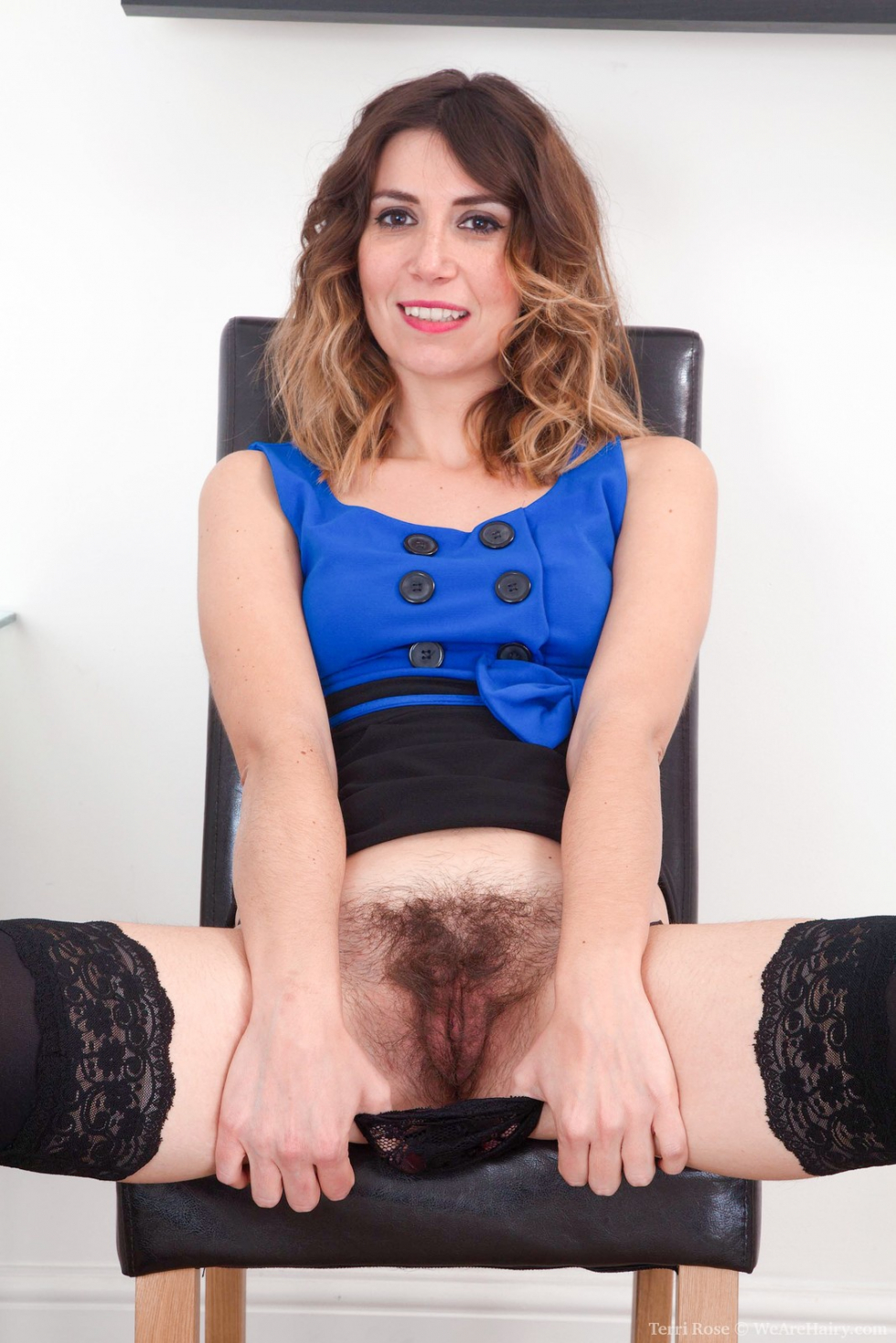 She sits on chair and toys pussy till she cums 9