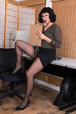 Vivi Marie strips naked in her office