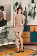 Vivi St Claire takes off beige dress to unwind